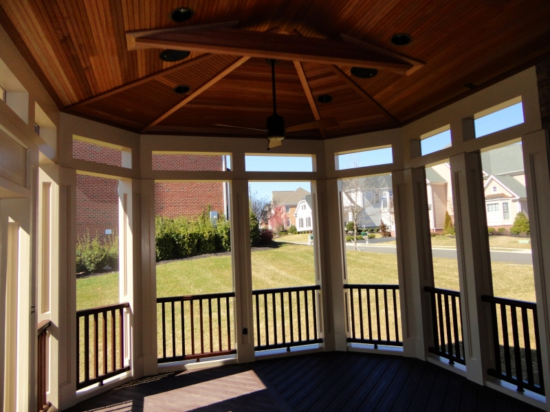 Beautiful Screen Room and Deck